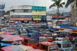 Macet di Jalan M Yamin Ps Raya Padang.jpg